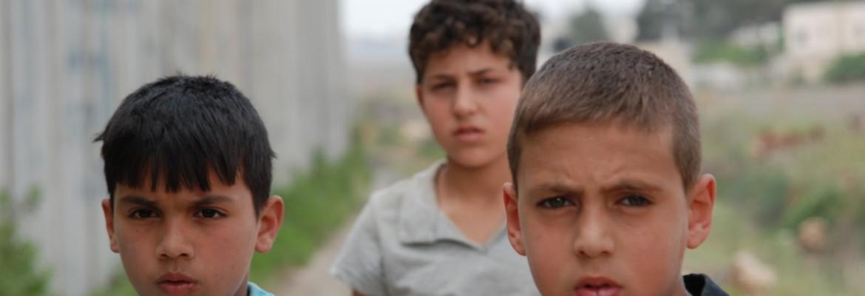 un gar4on un mur et un ane palestine fce spoutnik