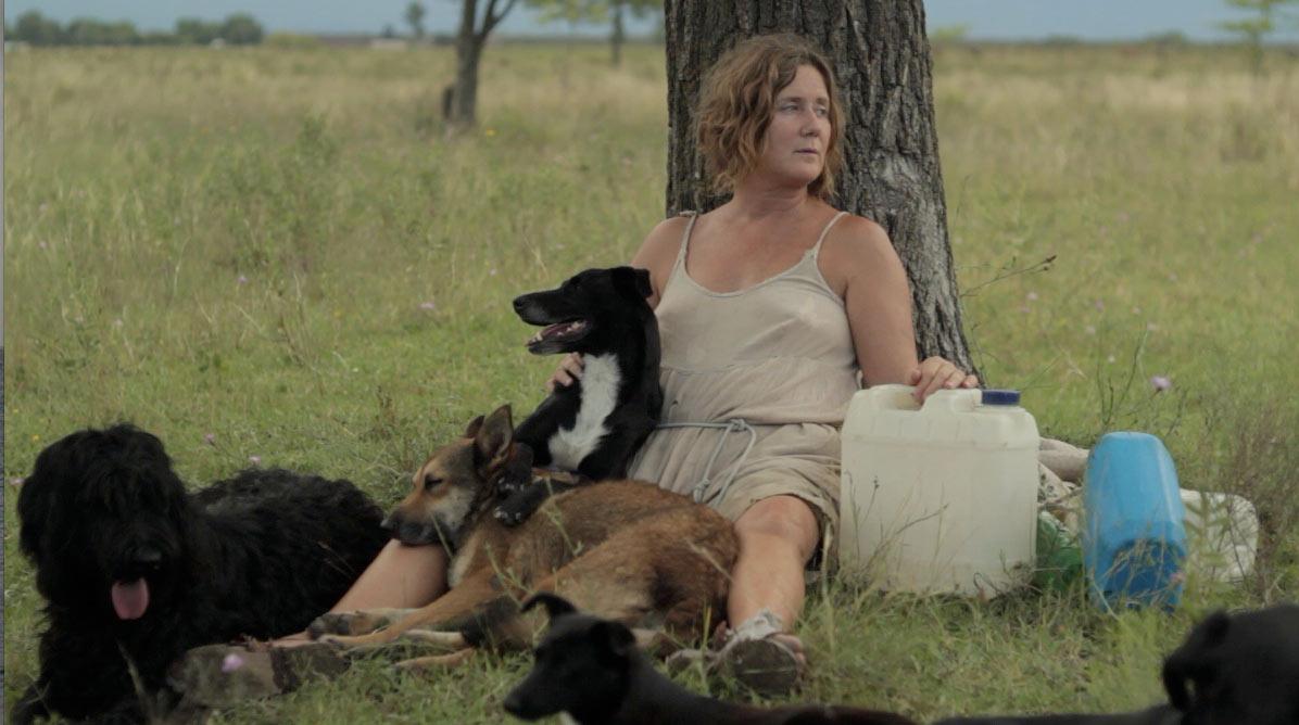 la mujer de los perros black movie spoutnik